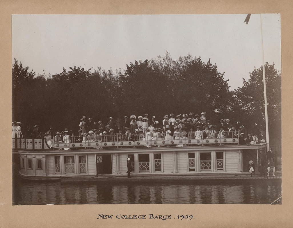 NCA JCR/R/Elkington, Photograph of New College Barge with spectators watching the Summer Eight, 1909